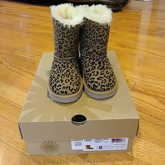 da9a0a4744a Bailey Bow Leopard Print Girls Ugh Boot Size 9